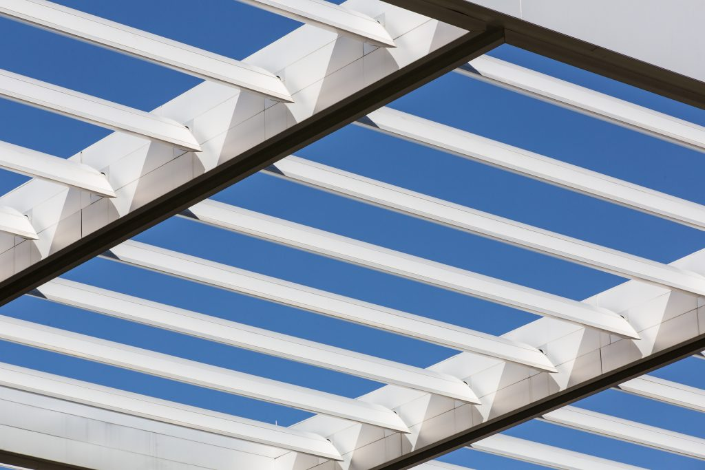store pergola serco holding france vaping fense cubox open air construction aluminium escaliers ferronnerie d'art ferronnerie pergolas bioclimatiques portails fenêtres kiosque solaire