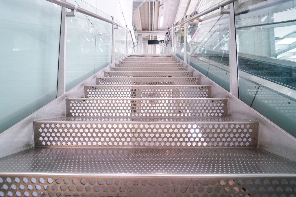 store pergola serco holding france vaping fense cubox open air construction aluminium escaliers ferronerie d'art ferronerie pergolas bioclimatiques portails fenêtres